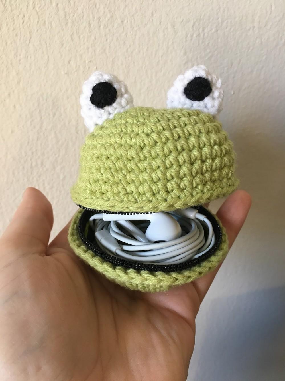 Free Crochet Froggy Zippered Pouch