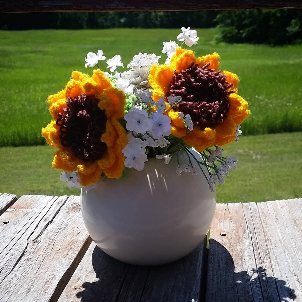 Free Crochet Sunflowers For Decor Pattern