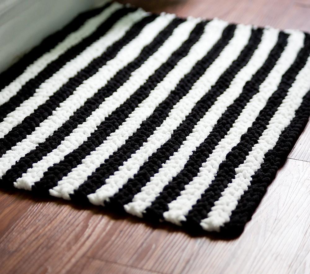 Free Crochet Tribal Stripes Bath Mat Pattern