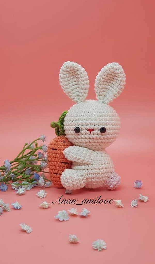 Free Crochet Amigurumi Keychain Rabbit Pattern