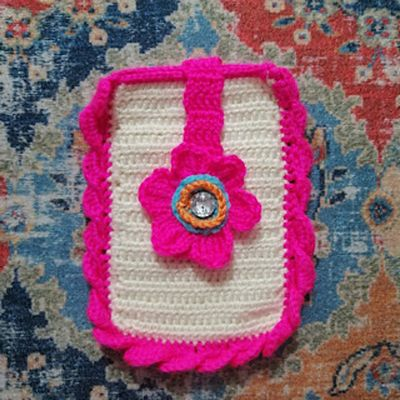 Free Crochet Petalled Phone Case Pattern